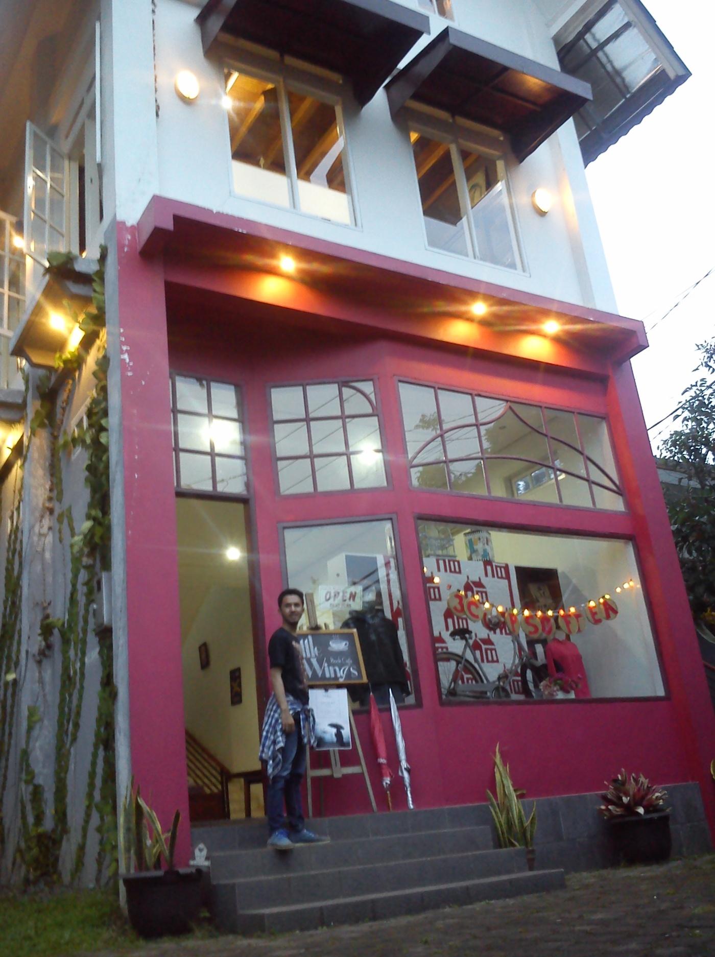 Little Wings Book Cafe Unik Mirip Rumah Barbie Ala Negeri Dongeng
