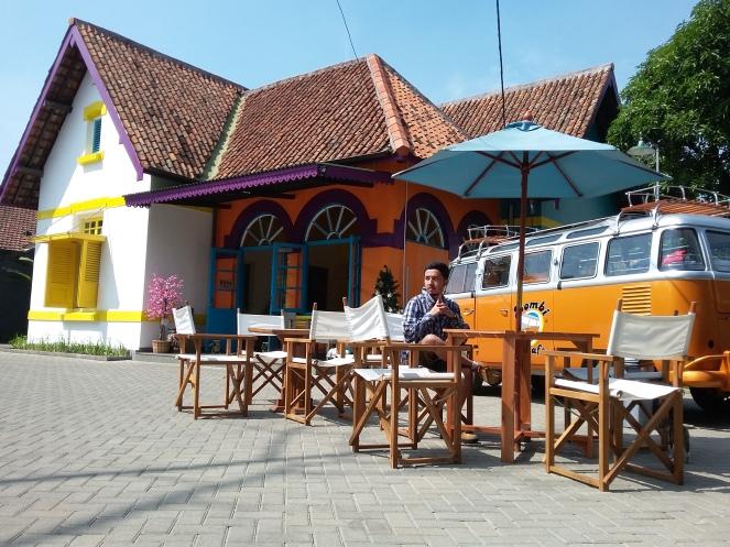 Talad Thai Resto & Kombi Cafe