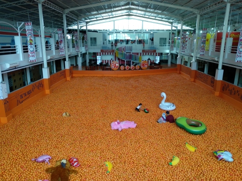 Centrum Million Balls Wisata Selfie Dan Kolam Mandi Bola Terbesar