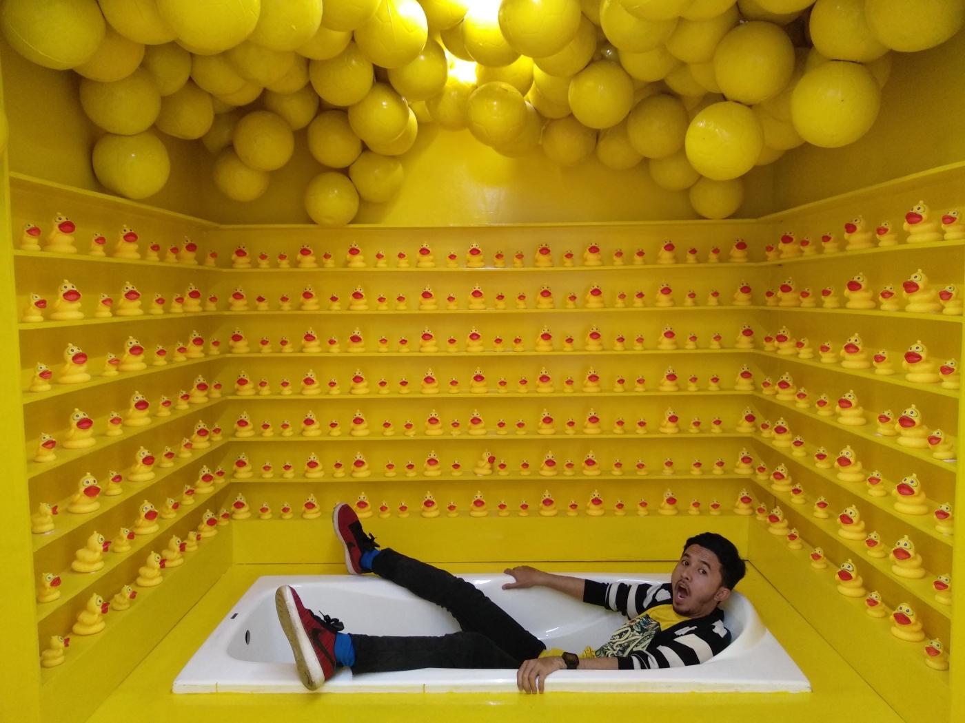 Centrum Million Balls (Wisata Selfie dan Kolam Mandi Bola Terbesar
