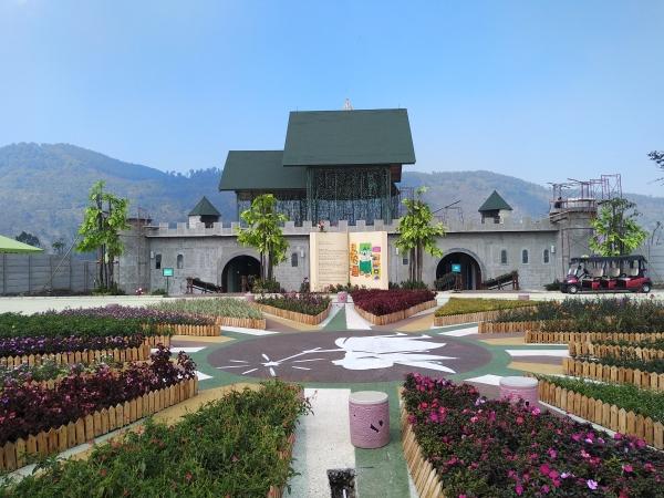 Fairy Garden menawarkan suasana kebun yang indah seperti namanya